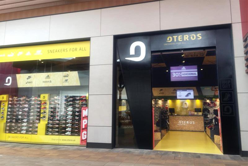 Centro Málaga Los Oteros Comercial Patios drWxBQCoEe